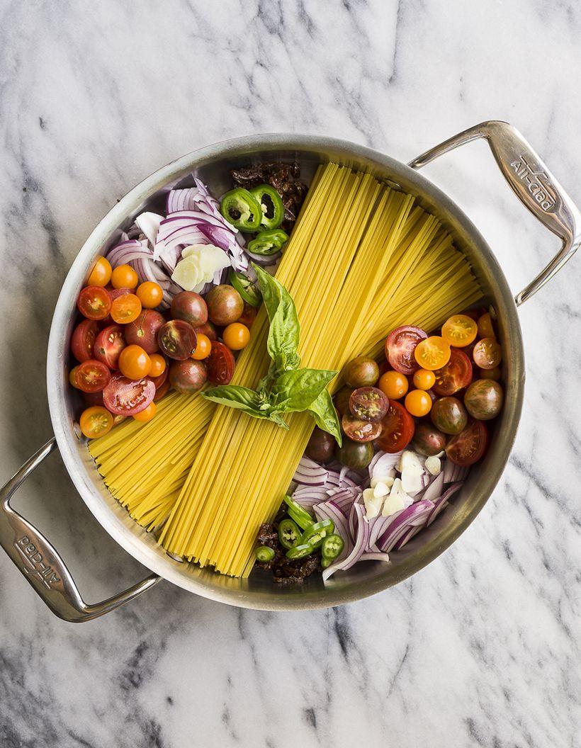 Очень легкий рецепт пасты с помидорами