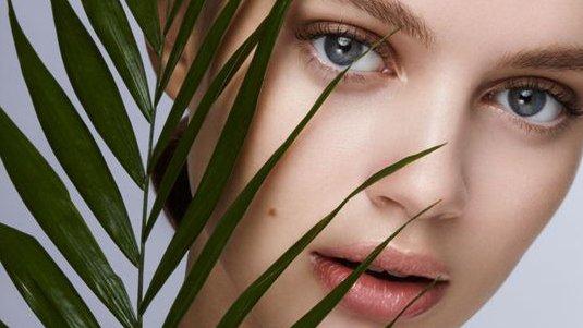 Какие привычки портят вашу кожу и как их избежать