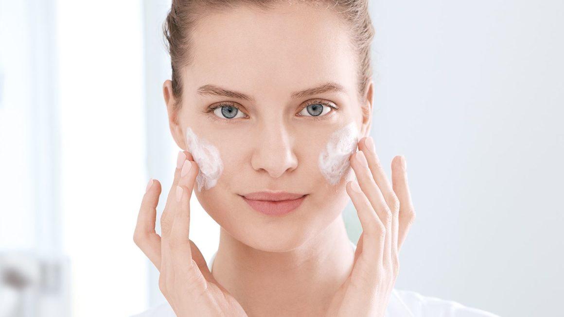 Сухая кожа зимой: 7 секретов борьбы с шелушениями и воспалениями