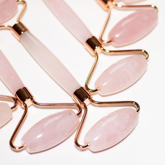 Как использовать роллер из розового кварца для лица?