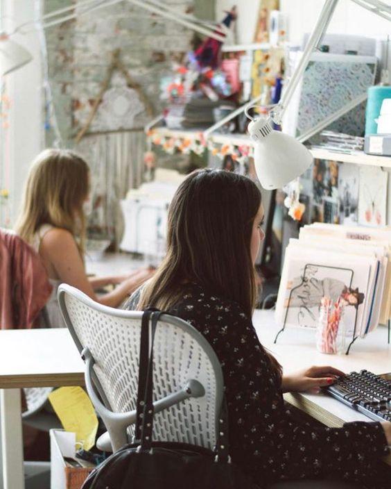 Как женщинам поддерживать друг друга на работе