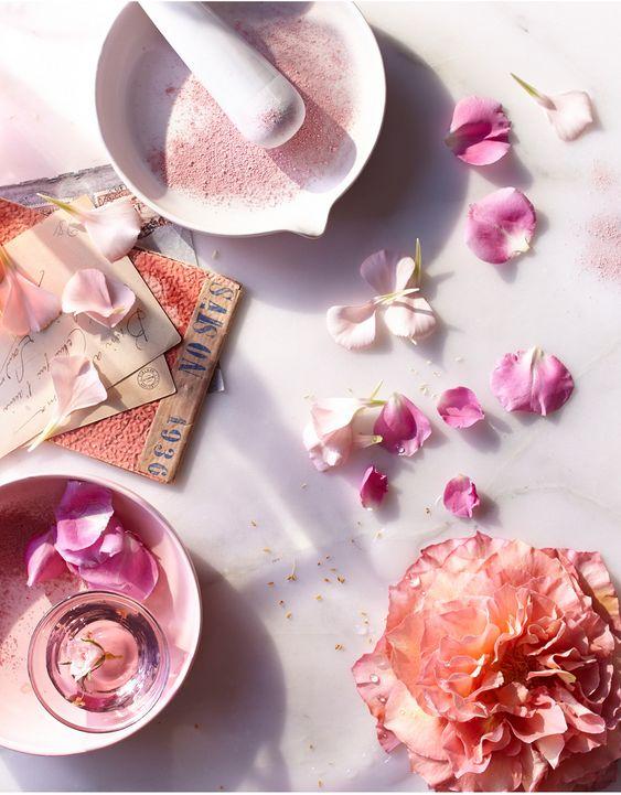 8 способов использовать розовую воду в уходе за кожей