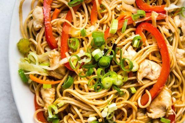 Простой и быстрый рецепт китайской лапши с курицей, когда у вас нет времени долго готовить